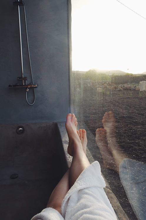 Desde la bañera, mientras caía el atardecer en el desierto.